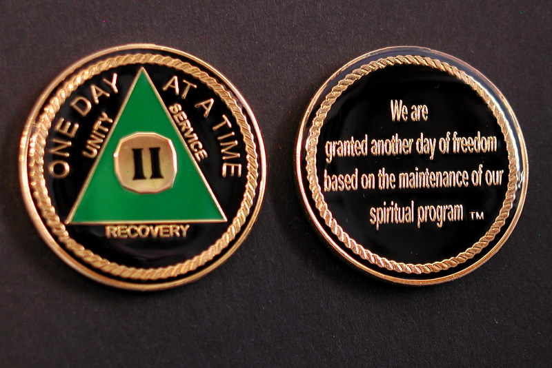 LnL Tri Plate Medallion Green & Gold